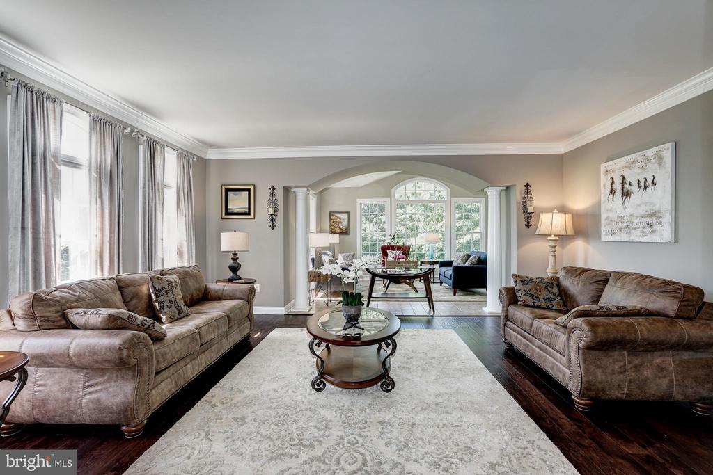 Living room - 2924 FOX MILL MANOR DR, OAKTON