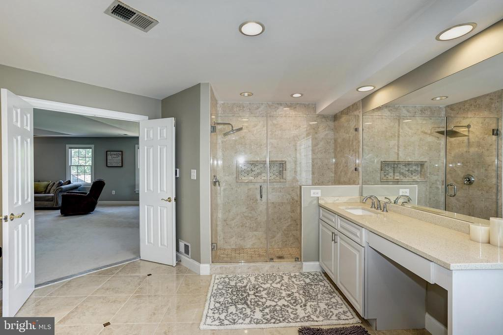 Master Bathroom - 2924 FOX MILL MANOR DR, OAKTON