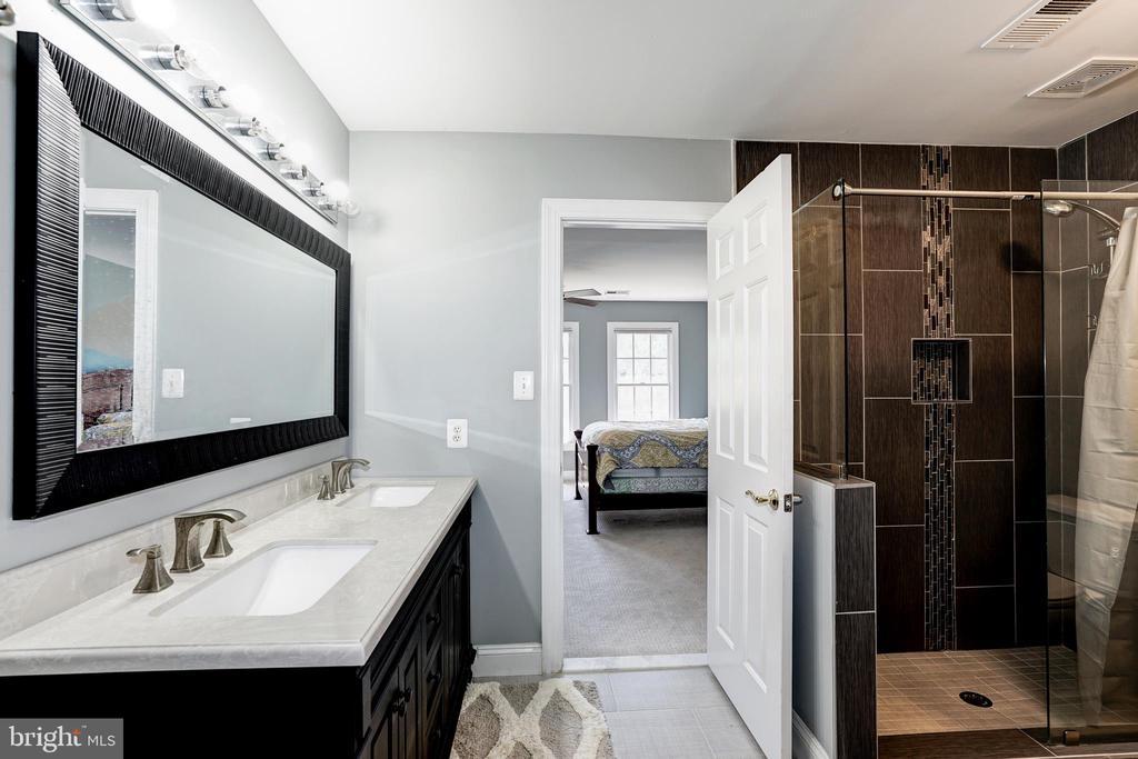 Bathroom 3 (2nd floor) - 2924 FOX MILL MANOR DR, OAKTON