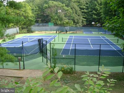 Tennis anyone? - 8370 GREENSBORO DR #118, MCLEAN