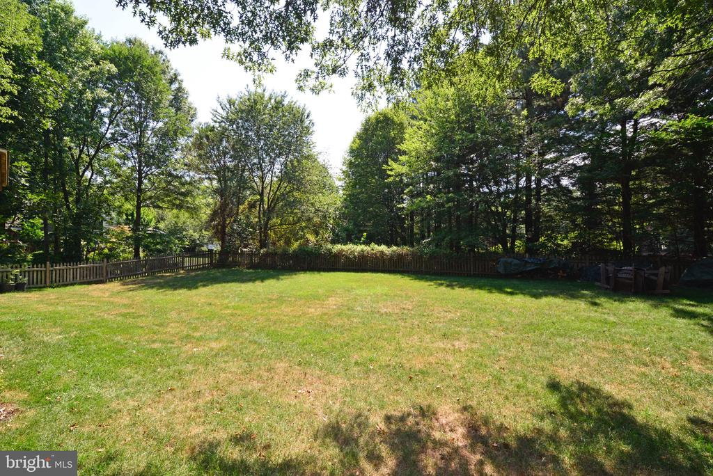 Large Fenced Rear Yard - 3229 AUTUMN HILL CT, HERNDON