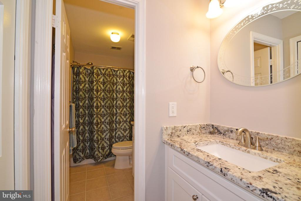 Dual Vanities in Master Bathroom - 3229 AUTUMN HILL CT, HERNDON