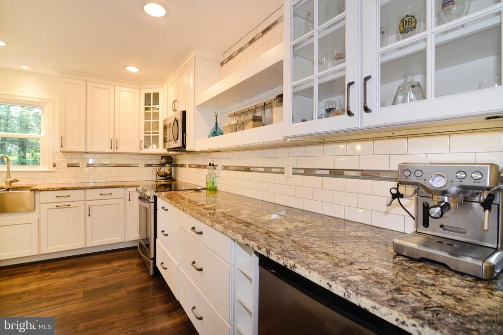 Look at this kitchen! - 3229 AUTUMN HILL CT, HERNDON