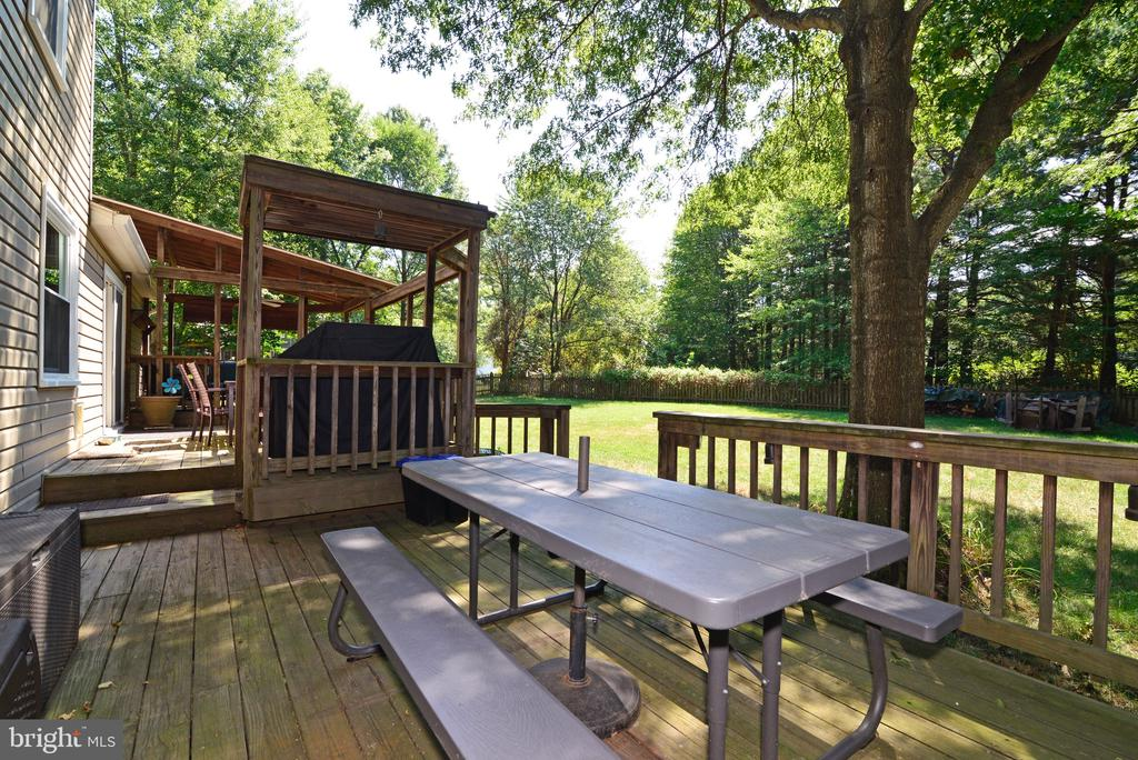 Shaded Deck - 3229 AUTUMN HILL CT, HERNDON