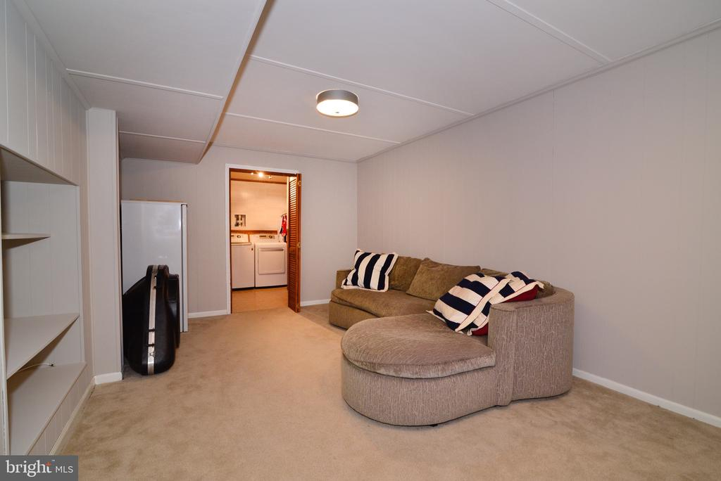 Basement with large laundry room - 3229 AUTUMN HILL CT, HERNDON