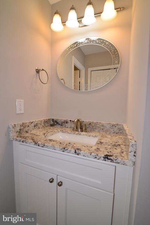 Master Vanity - 3229 AUTUMN HILL CT, HERNDON