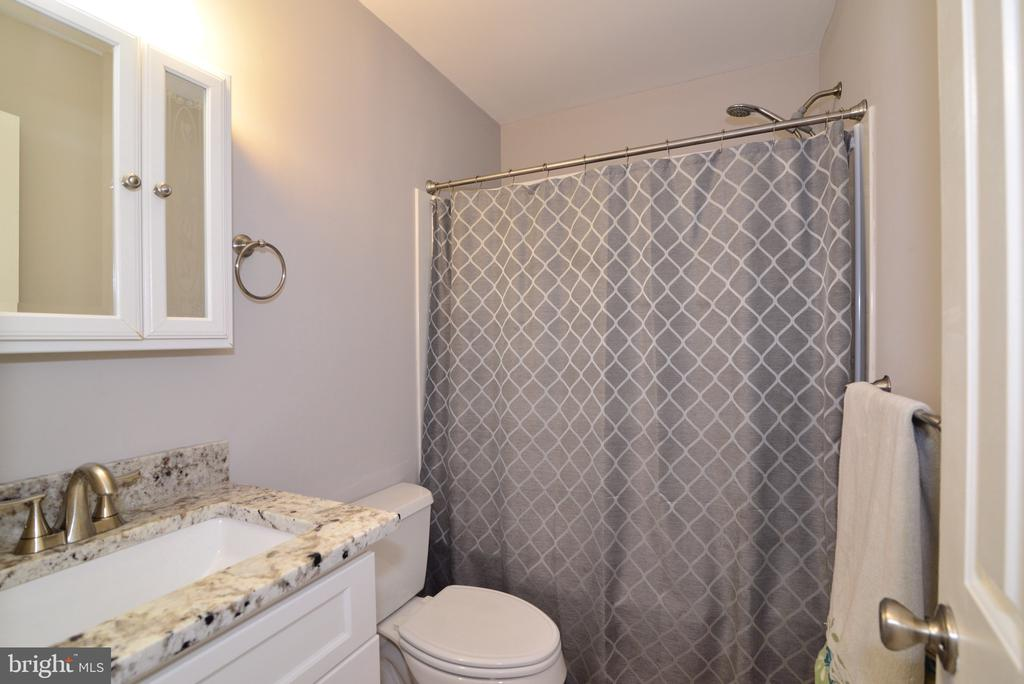 Another updated Bathroom! - 3229 AUTUMN HILL CT, HERNDON