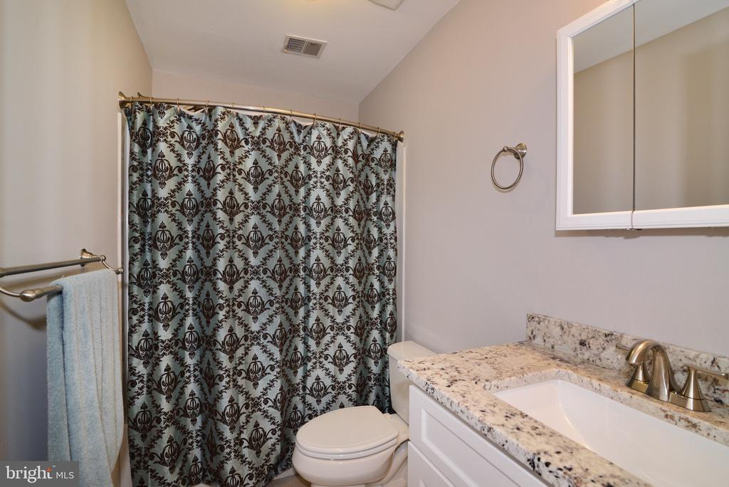 Master Bathroom - Gorgeous Stone! - 3229 AUTUMN HILL CT, HERNDON