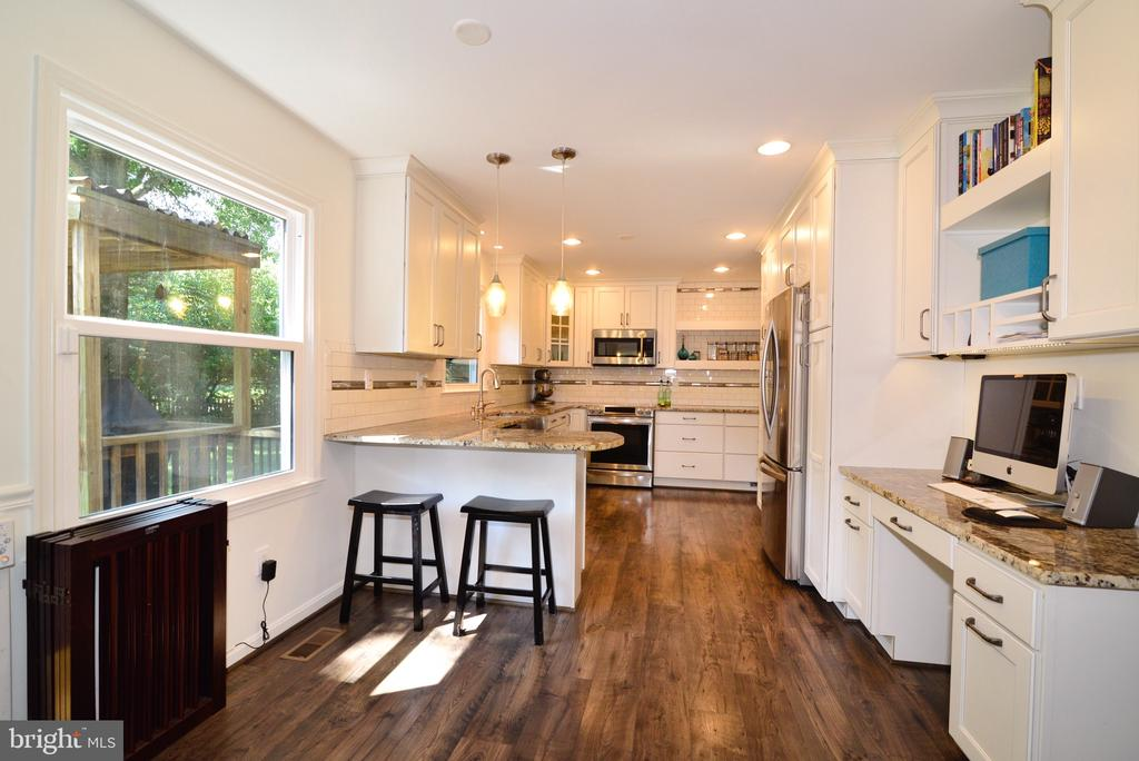 Gourmet Kitchen - 3229 AUTUMN HILL CT, HERNDON