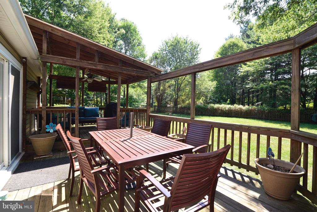 Large Entertaining Area - 3229 AUTUMN HILL CT, HERNDON