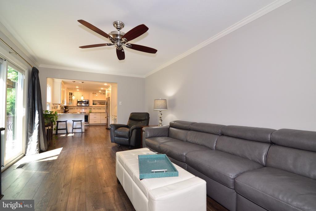 Gleaming New Flooring! - 3229 AUTUMN HILL CT, HERNDON