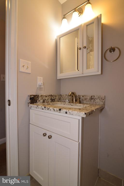 New Vanity! - 3229 AUTUMN HILL CT, HERNDON