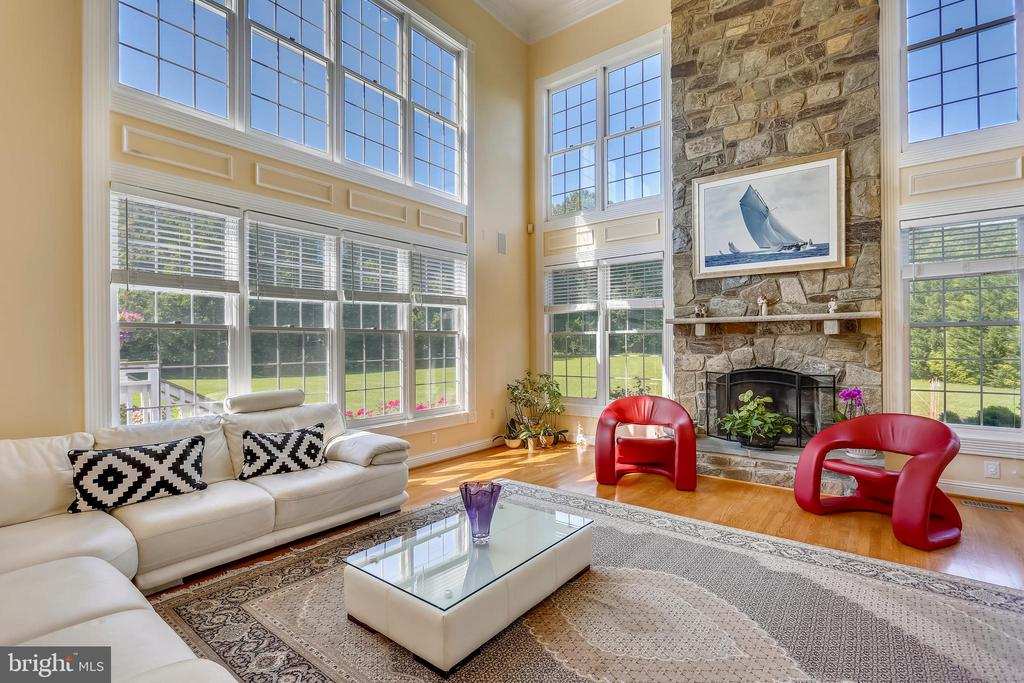 Two Story Family Room - 19209 AUTUMN MAPLE LN, GAITHERSBURG