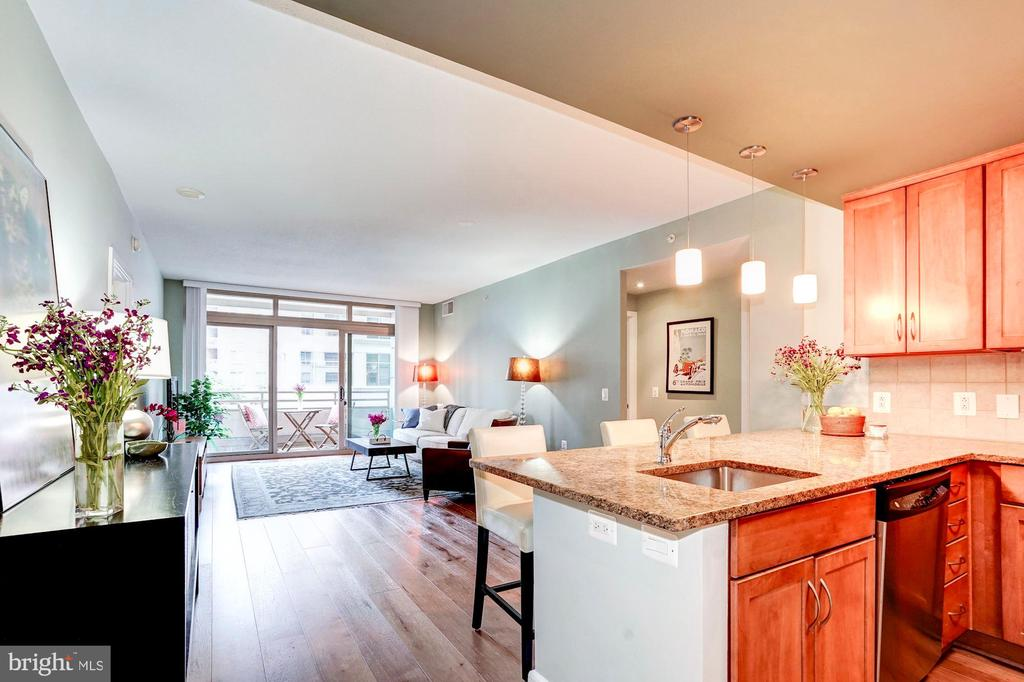 Open layout, perfect for entertaining - 888 N QUINCY ST #312, ARLINGTON
