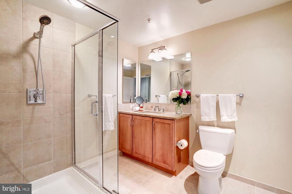 Stand up shower - 888 N QUINCY ST #312, ARLINGTON