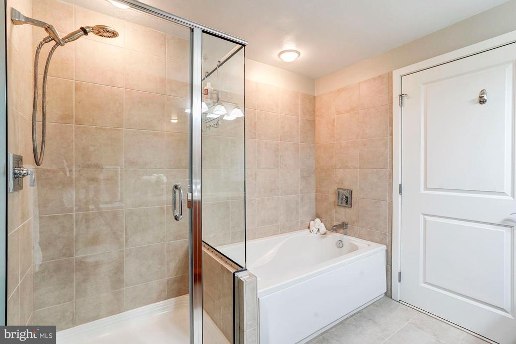 Stand up shower and soaking tub - 888 N QUINCY ST #312, ARLINGTON