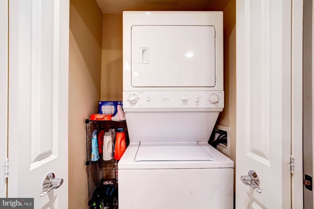 Large washer and dryer closet - 888 N QUINCY ST #312, ARLINGTON