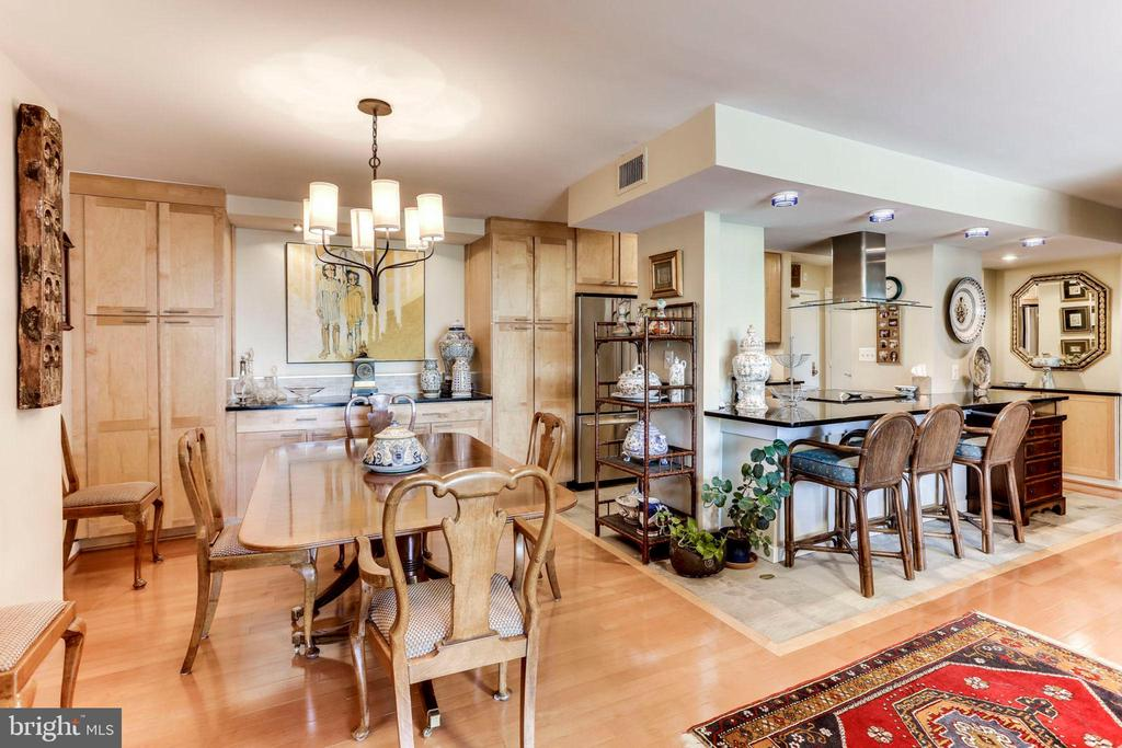 Dining Room with Built-In Storage/Display/Serving - 3800 FAIRFAX DR #111, ARLINGTON