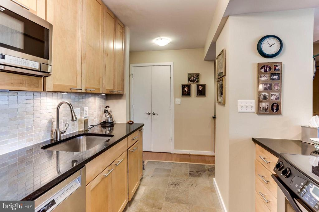 Kitchen with abundant storage - 3800 FAIRFAX DR #111, ARLINGTON