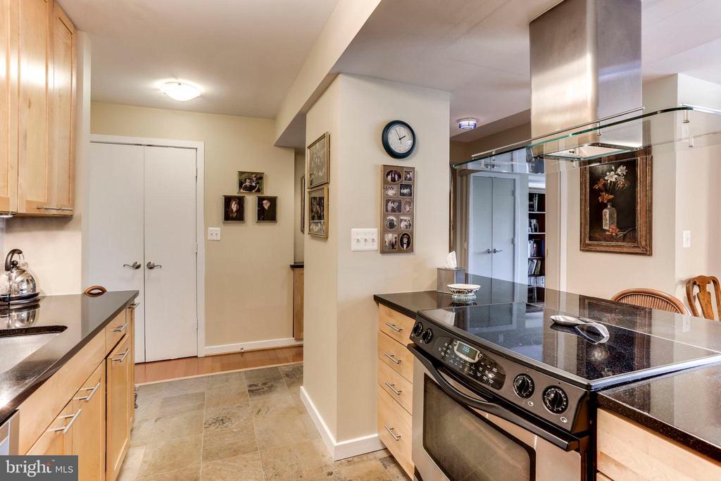 Kitchen with Sleek Range Hood - 3800 FAIRFAX DR #111, ARLINGTON