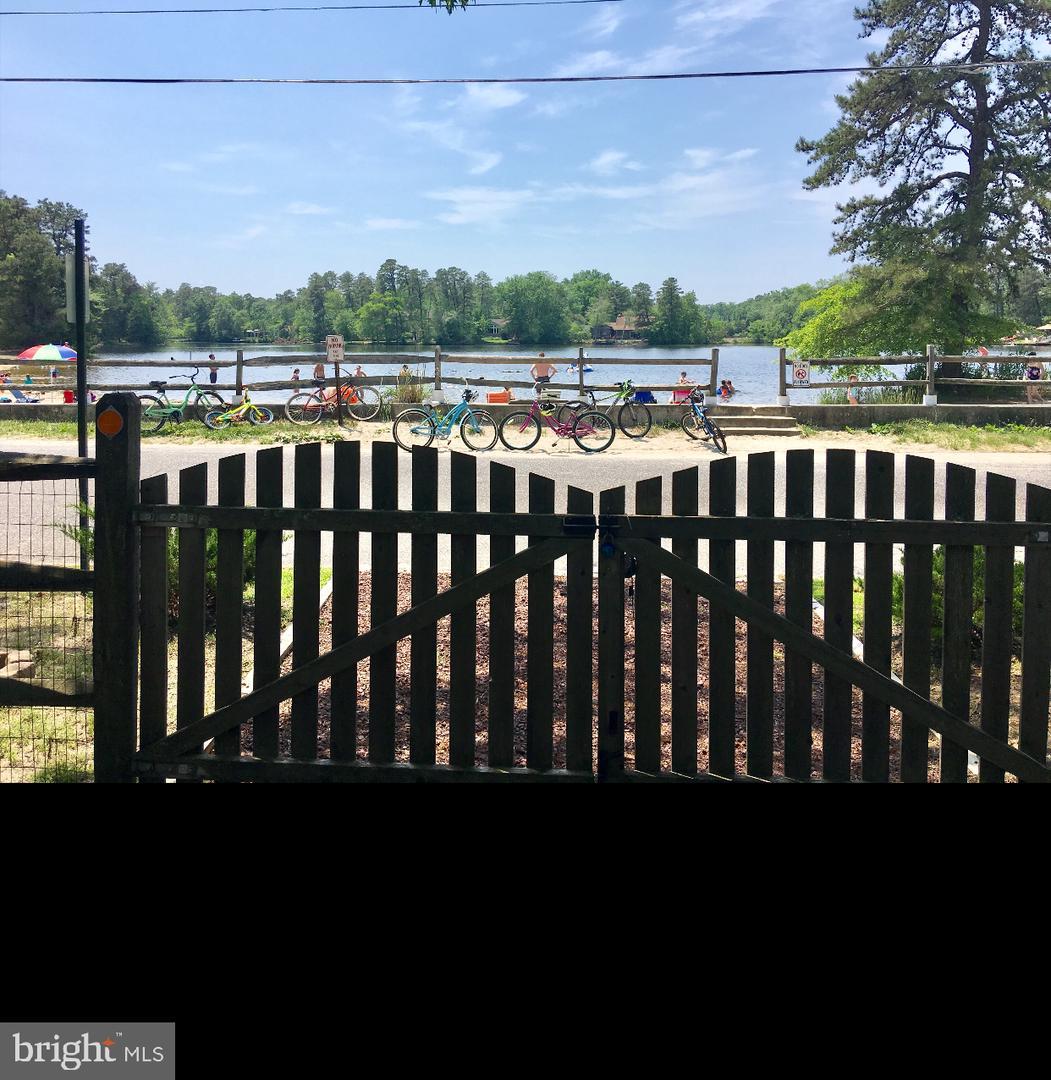 Single Family Homes для того Продажа на Medford Lakes, Нью-Джерси 08055 Соединенные Штаты