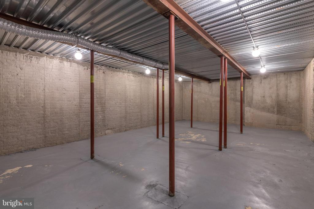 Storage Space - 3516 N VALLEY ST, ARLINGTON