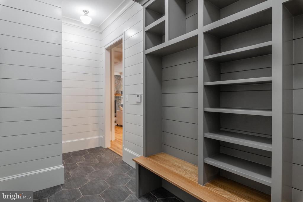 Mud Room - 3516 N VALLEY ST, ARLINGTON
