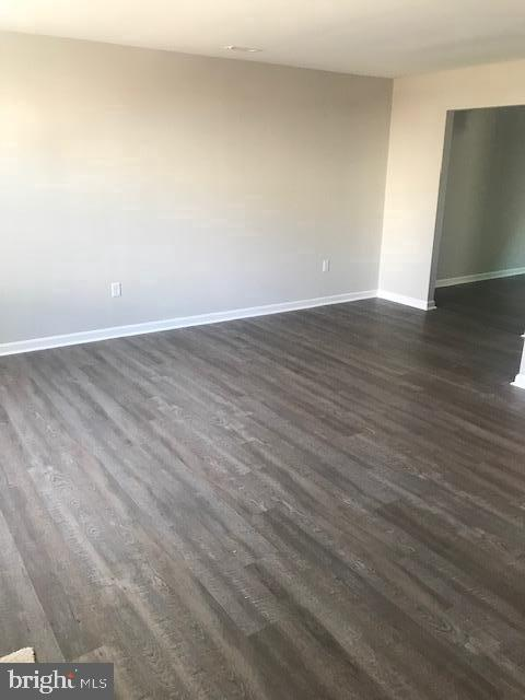 Main level wood laminate flooring and new paint. - 309 WESTMINSTER LANE, STAFFORD