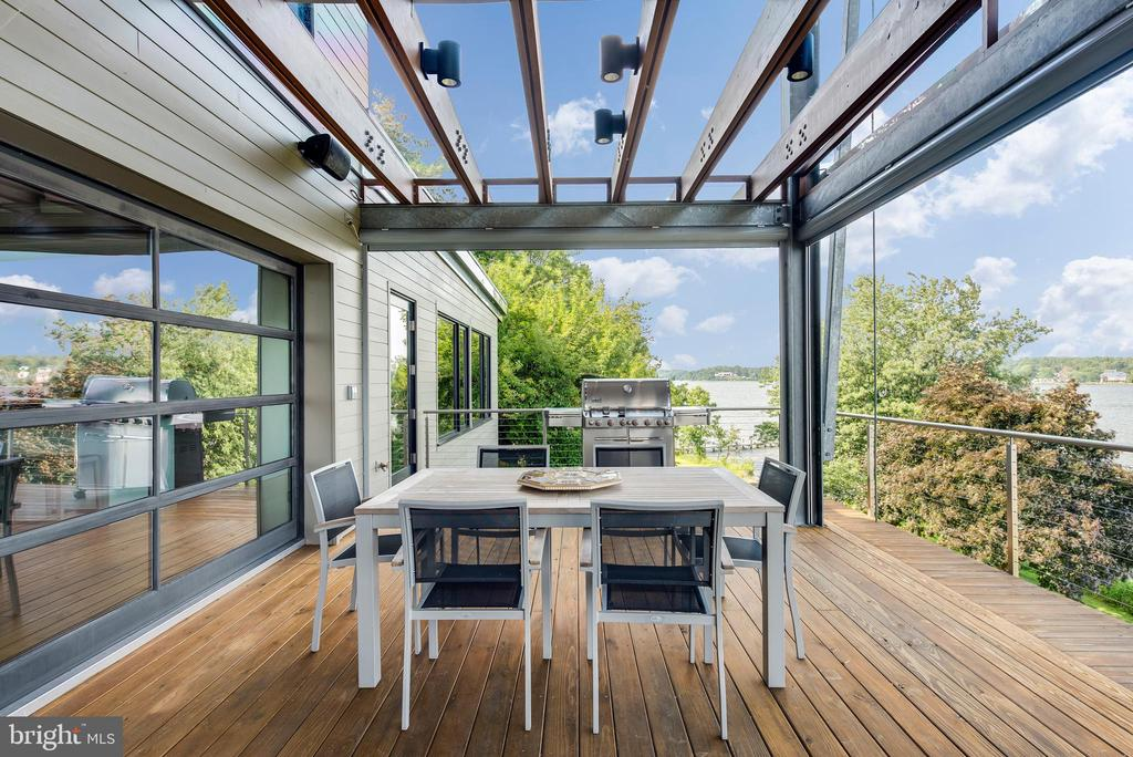 Retractable screens for waterside porch - 1512 LONDONTOWN CT, EDGEWATER