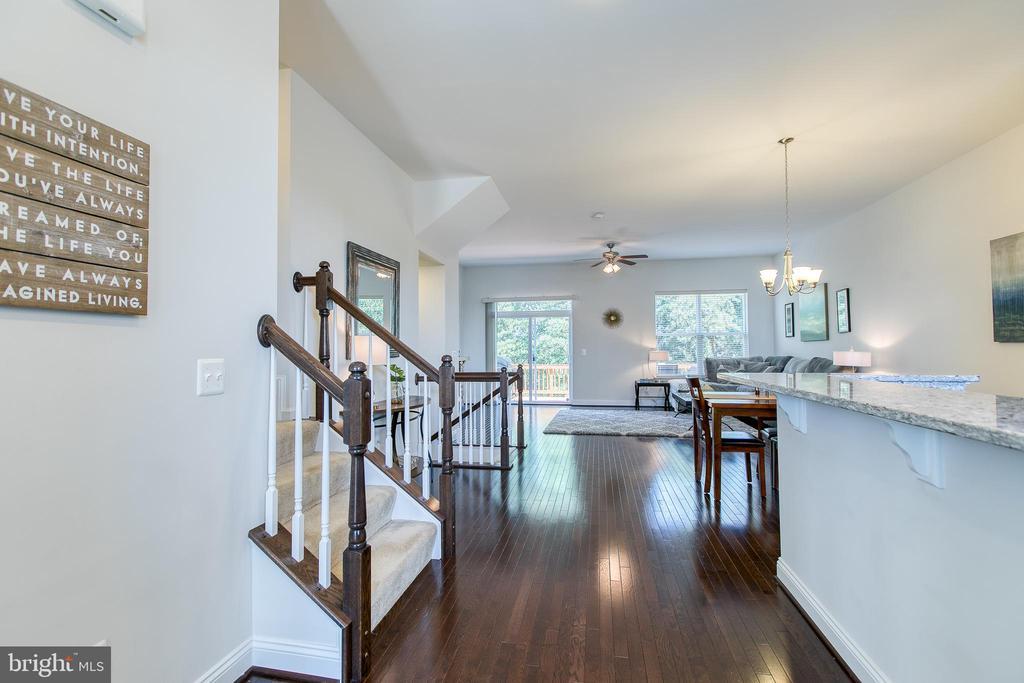 Gleaming hardwood floors! - 225 COBBLE STONE DR, WINCHESTER