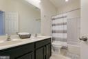 Hall bath - dual vanities - 225 COBBLE STONE DR, WINCHESTER
