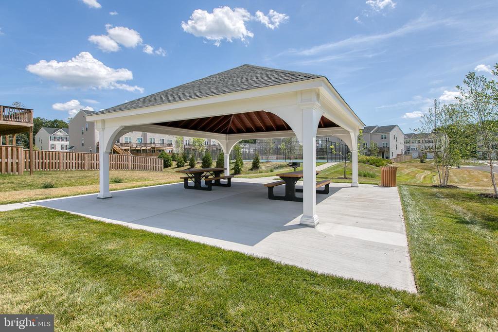 Community - picnic area - 225 COBBLE STONE DR, WINCHESTER