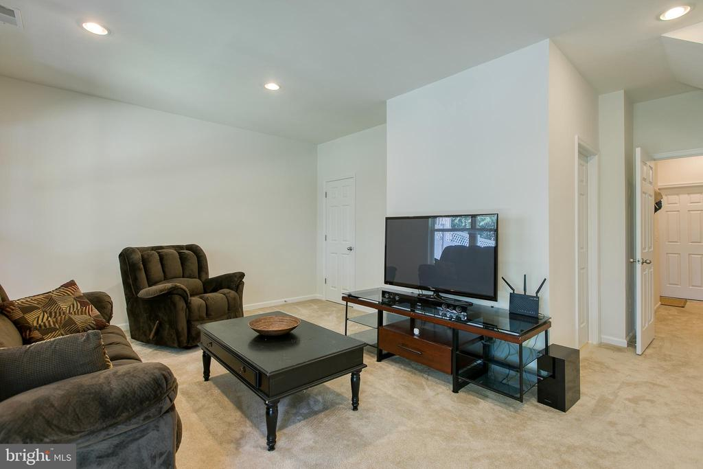 Fully finished basement - 225 COBBLE STONE DR, WINCHESTER