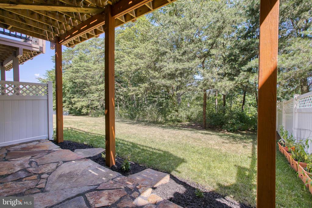 Beautiful tree line view! - 225 COBBLE STONE DR, WINCHESTER