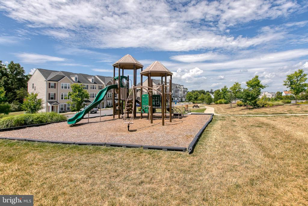 Community Tot Lot - 225 COBBLE STONE DR, WINCHESTER