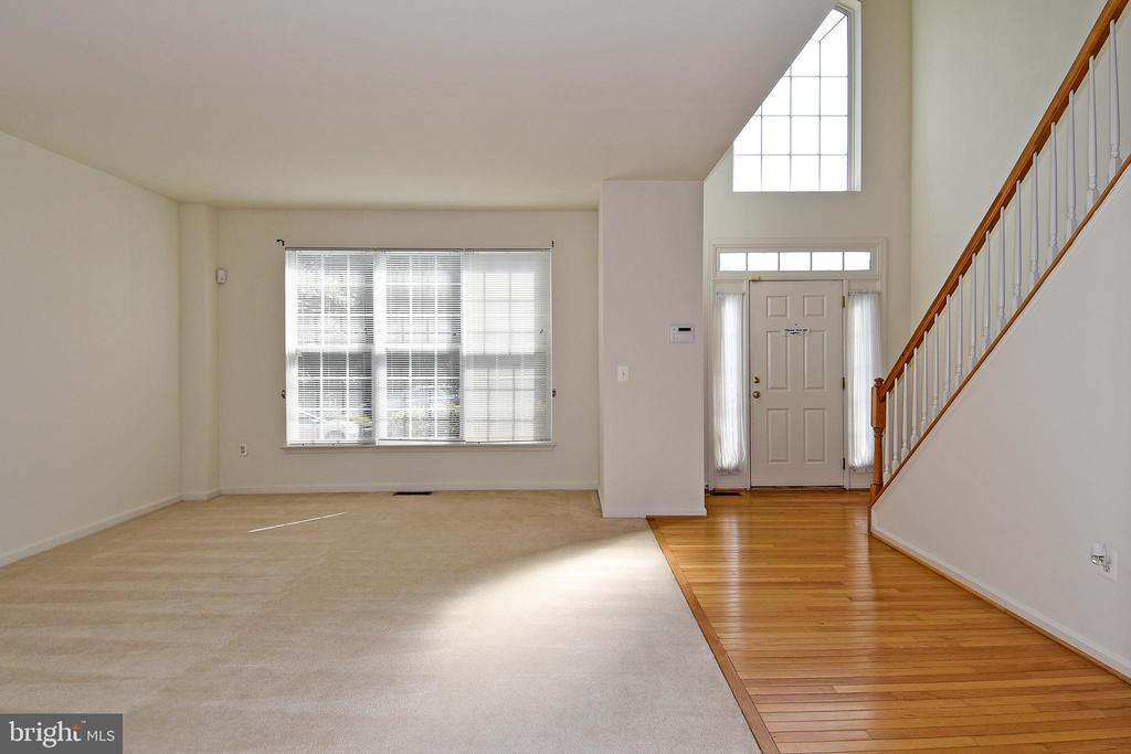 Foyer & Living Room Area - 15004 LUTZ CT, WOODBRIDGE