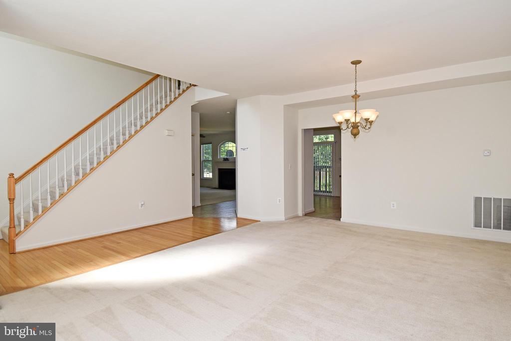 Living/Dining Room Area - 15004 LUTZ CT, WOODBRIDGE
