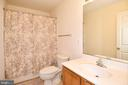 Hall bathroom 2- upper level - 15004 LUTZ CT, WOODBRIDGE
