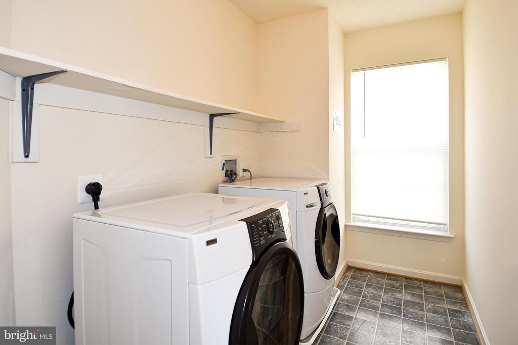 Upper Level Laundry - 15004 LUTZ CT, WOODBRIDGE