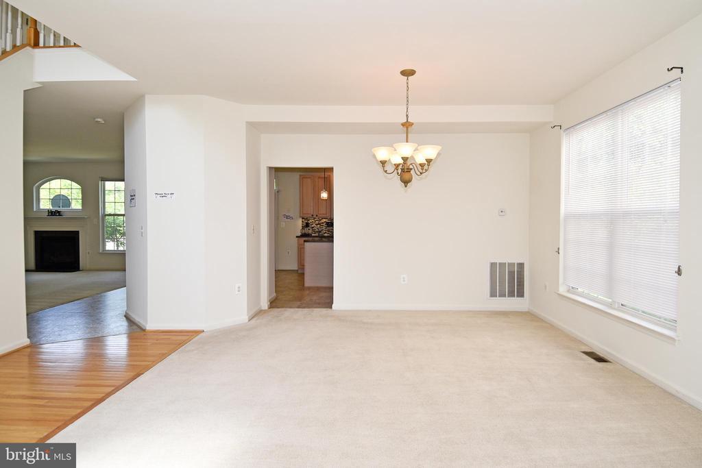 Living Room /Dining Area - 15004 LUTZ CT, WOODBRIDGE