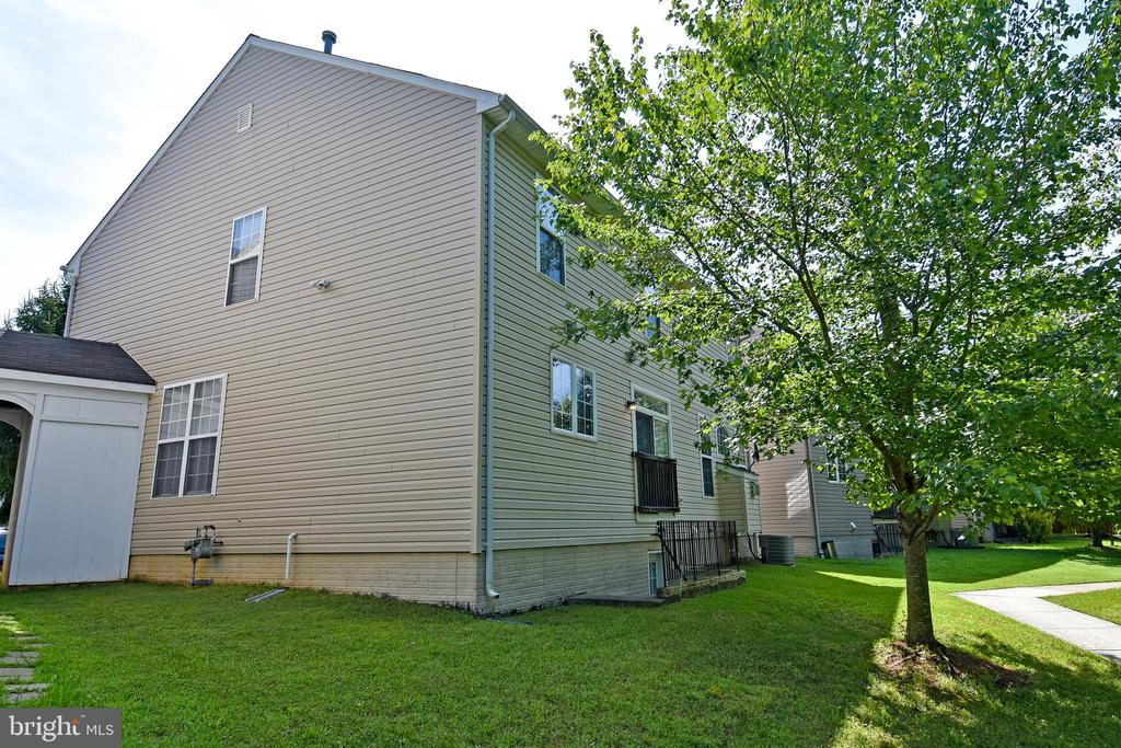Side View of Home - 15004 LUTZ CT, WOODBRIDGE