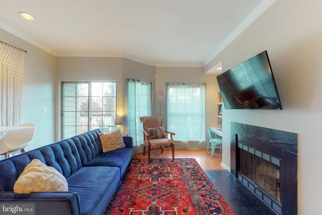 Family room - 3903 PENDERVIEW DR #1526, FAIRFAX