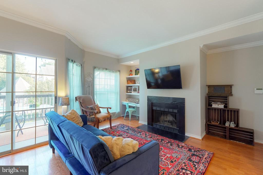 Tons of natural light! - 3903 PENDERVIEW DR #1526, FAIRFAX