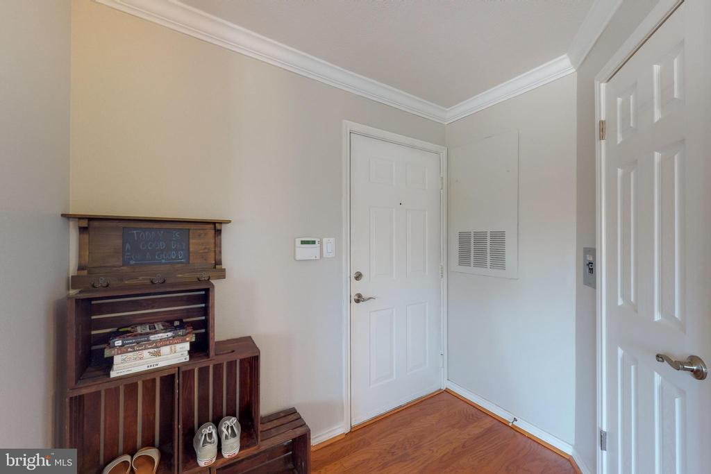 Entryway - 3903 PENDERVIEW DR #1526, FAIRFAX