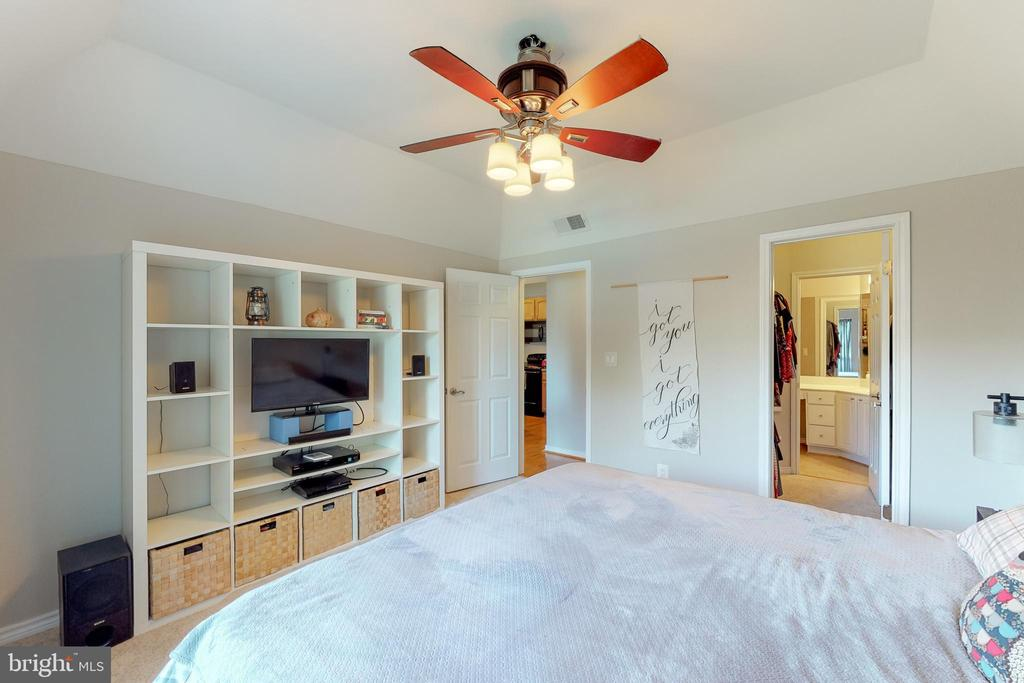 Large tray ceiling! - 3903 PENDERVIEW DR #1526, FAIRFAX