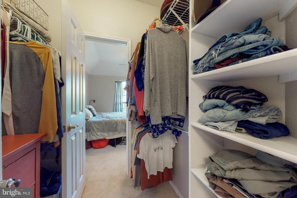 Walk-through closet - 3903 PENDERVIEW DR #1526, FAIRFAX