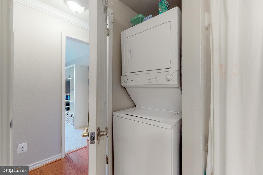 Washer / Dryer in unit! - 3903 PENDERVIEW DR #1526, FAIRFAX