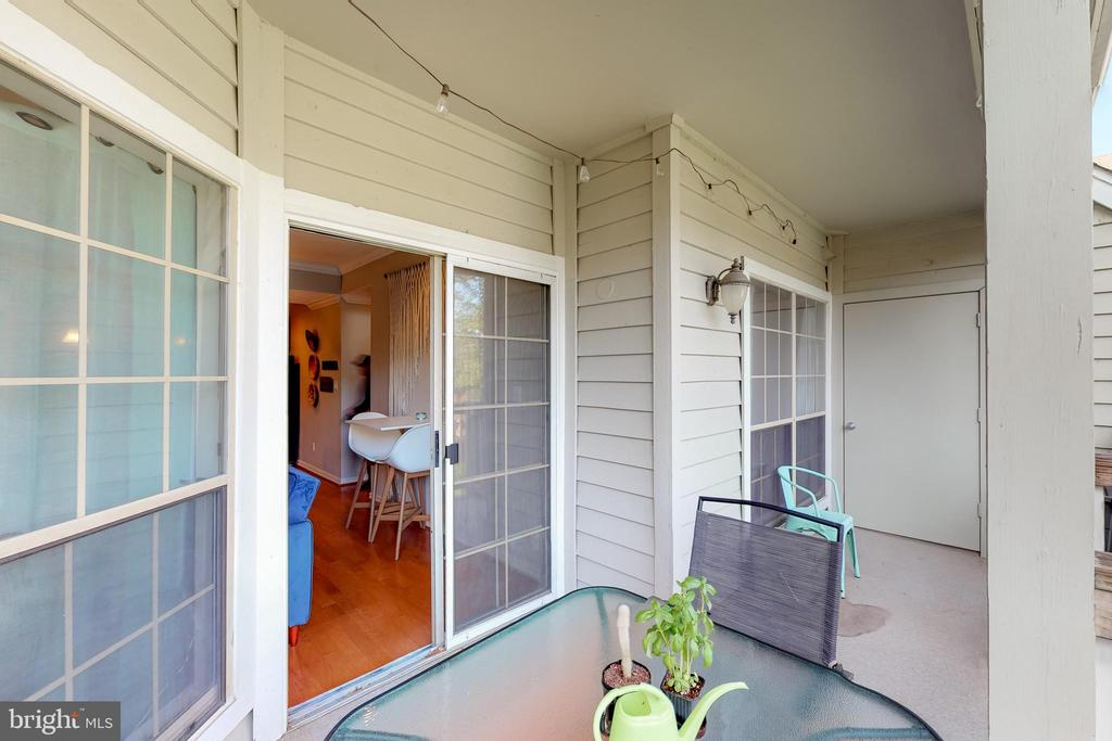 Oversized deck with storage closet - 3903 PENDERVIEW DR #1526, FAIRFAX