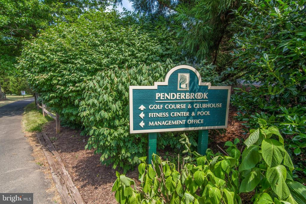 Golf club membership available! - 3903 PENDERVIEW DR #1526, FAIRFAX