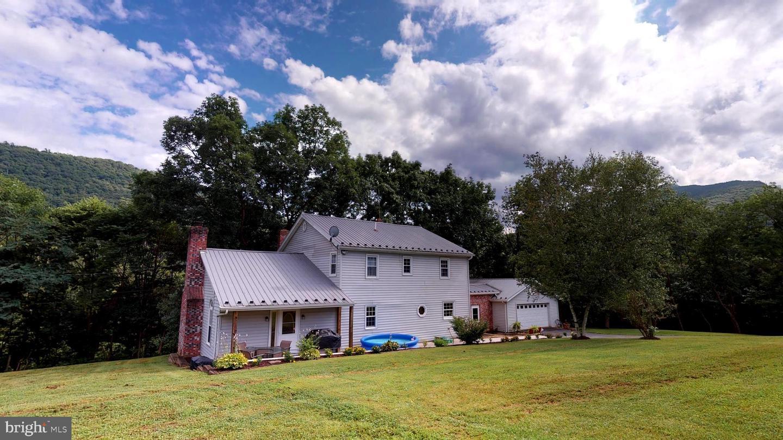 Single Family Homes para Venda às Cabins, West Virginia 26855 Estados Unidos